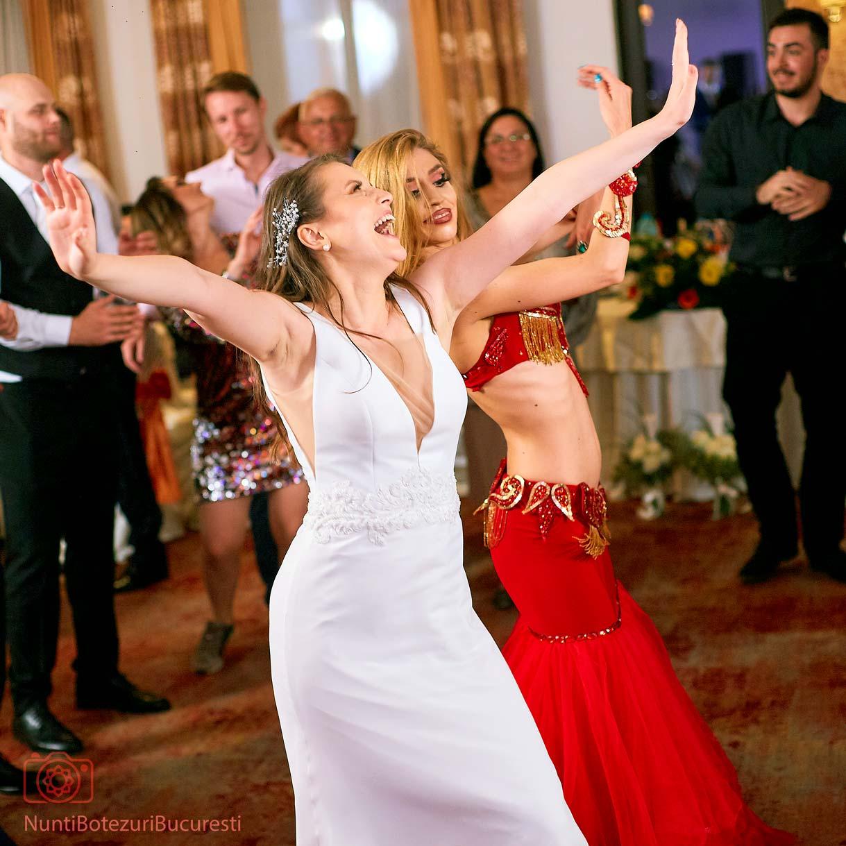Femeie care cauta nunta Facebook)